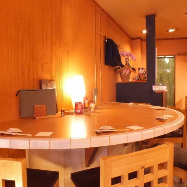 【カウンター席】1名~2名様に最適なカウンター席。デートや会社帰りのサク飲みにも◎出張や観光でお越しの方に人気!