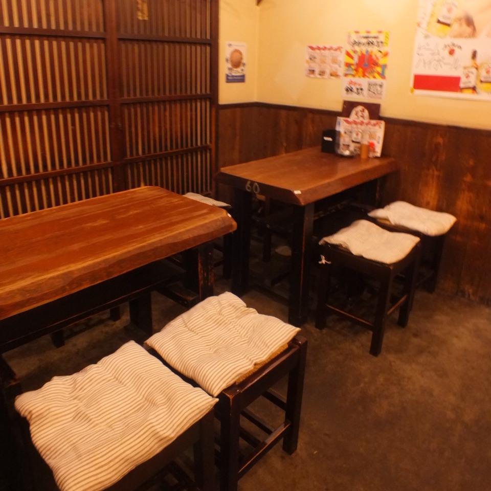 少人数の来店も大歓迎!2~4名でご利用できるテーブル席。