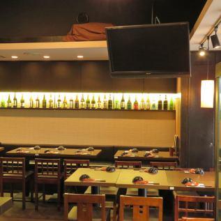 明るい雰囲気のお席です!テレビ観戦もできるので、当店自慢の魚串片手に楽しくお酒を飲みましょう♪ご予約はお気軽に店舗までお電話ください。