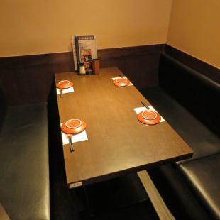 会社帰りの一杯や女子会などにぴったりな4名様用のBOX席となります!人気席ですのでお早めにご予約ください♪