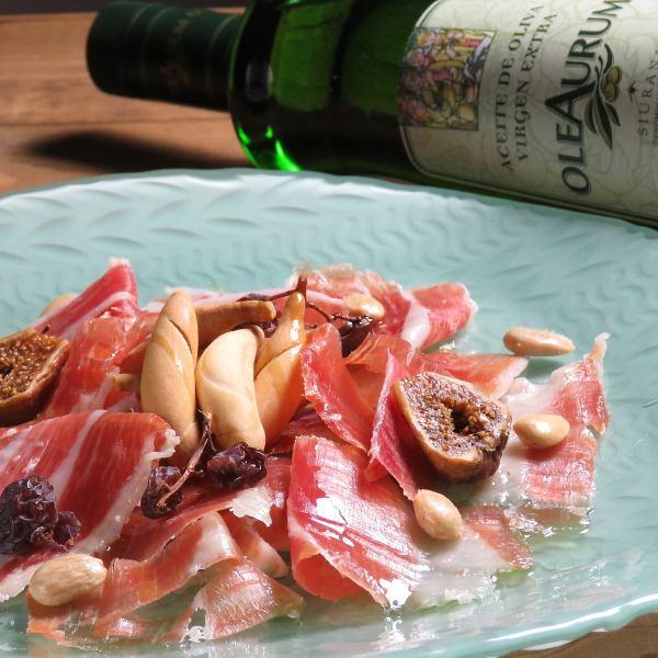 世界3大ハムの1つ、スペイン産『ハモン・セラーノ』や最上級生ハム『イベリコ・ベジョータ』を食べ比べ!