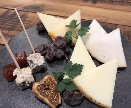 スペイン産チーズの盛り合せ