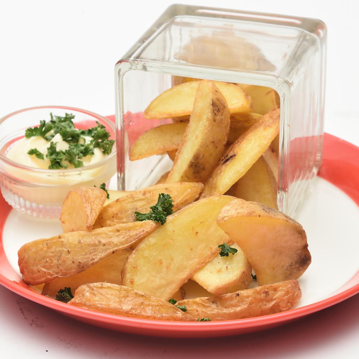 Spilling heap potatoes fry