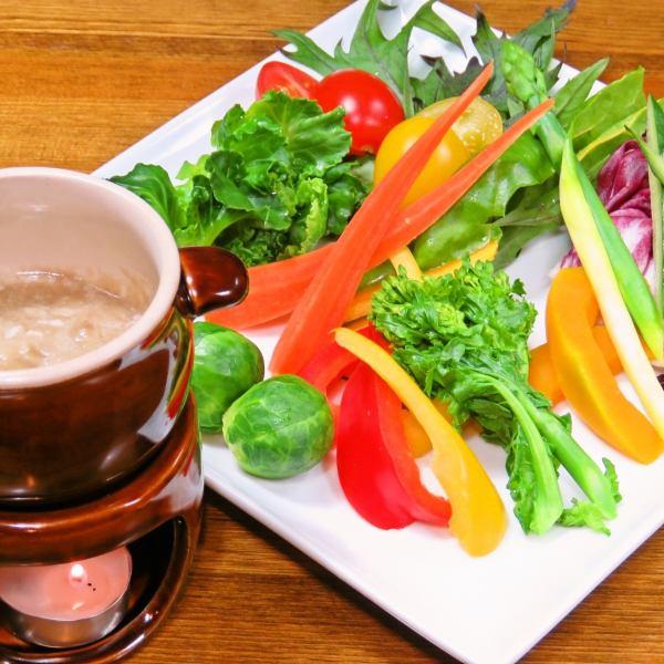 野菜ソムリエの資格をもつシェフ。自ら目利きし農家の直送野菜をふんだんに使用。人気ランチコースは3000円