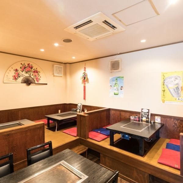 [Dig Gotatsu Seat] [Private Available] [Up to 35 people for banquets] There is a dug goat table in the back of the store, which can be used by a large number of customers.The charter can be used for up to 35 people!