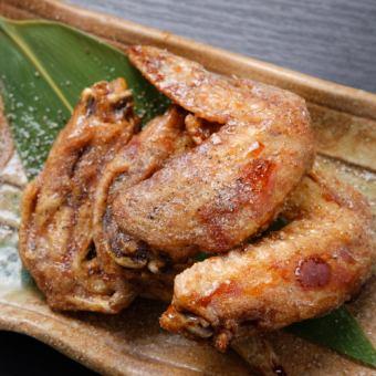 Spicy brown sugar deep-fried chicken wings