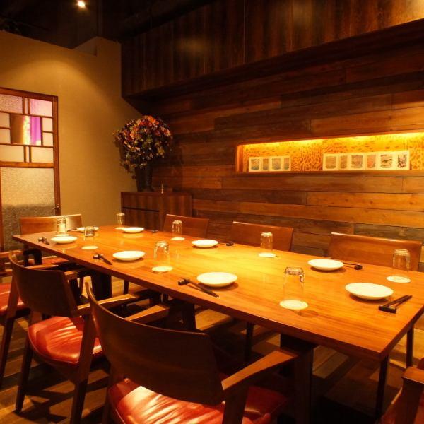 【完全個室】プライベート利用ならここ!大人気個室は4名~8名様でご利用可能です。ゆったり仲間内での飲食をお楽しみください。