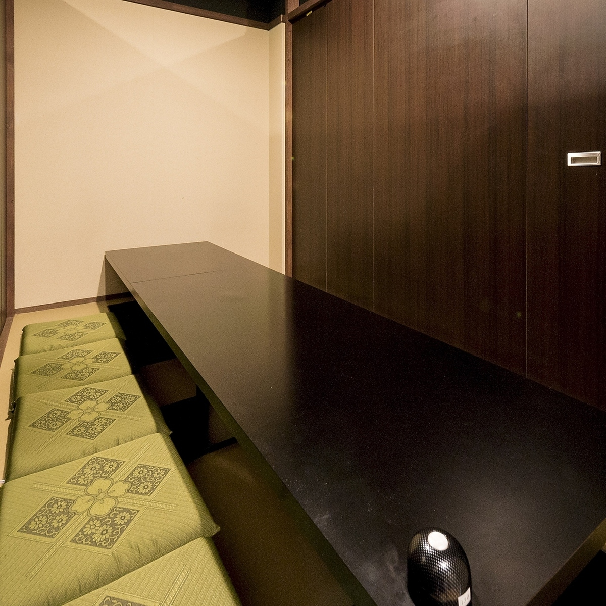 10 or more private rooms up to 100 people ★
