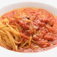 Homemade tomato sauce and garlic spaghetti