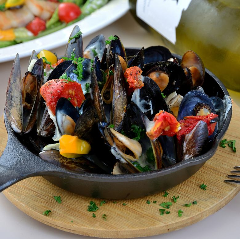 Steamed Mussels with tomato Steamed Mussels and Okinawa Tomatoes White Wine