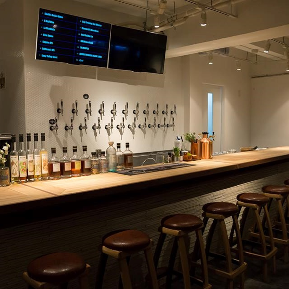 The inside of an adult atmosphere is perfect for dating as well.It is a space where you can enjoy a conversation while drinking at a stylish counter.