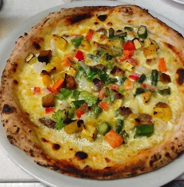 彩り野菜のピッツァ