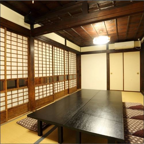 A Japanese-style room with old-fashioned atmosphere.Because it is a complete private room, it is also recommended for company banquets.We can enter from 6 people up to 10 people.Please make your early reservation.