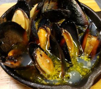 【New!】 ムール貝の白ワイン蒸し