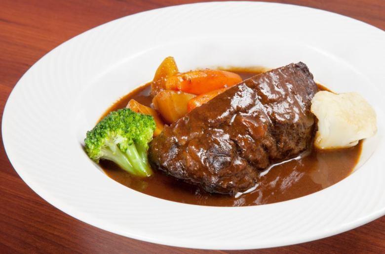 쇠고기 깜빡 레드 와인 조림