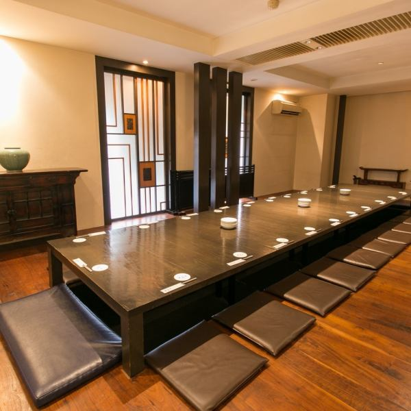 The 2nd floor digging seat is only available for banquets and up to 24 people.Farewell reception season etc are reservations unbeatable popularity for the first time.In a private space where you can relax slowly, please spend a special time to talk with Korean cuisine in flowers.