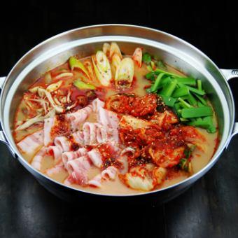 Matsusaka pork's pig kimuchi hotpot