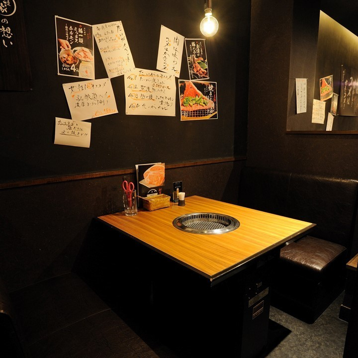 Private room style BOX seat.Recommended for date! Because visibility is interrupted, there is a feeling of playbecause you can enjoy your meal slowly.【Ryukyaku Meatsu / Dating / Gongcon / Anniversary / Birthday / Banquet / Drinking party / Girls Association / Entertainment]