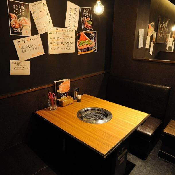 Room with plenty of private room-like feeling ★ Dating and girls' society ◎ Sightseeing is interrupted ◎ BOX seat with plenty of amulets! Because it is a spacious seat, it is comfortable to sit with 4 people.Please enjoy delicious meat with your boyfriend and friends until your heart beat.