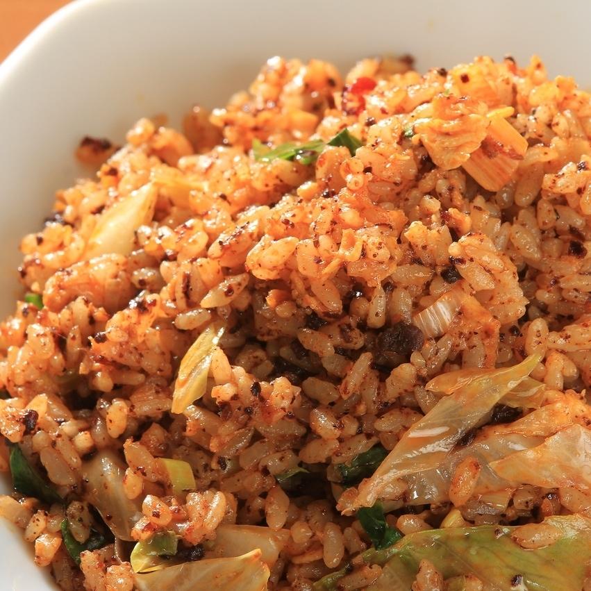 四川旋转炒饭,肠莴苣和黄瓜炒饭
