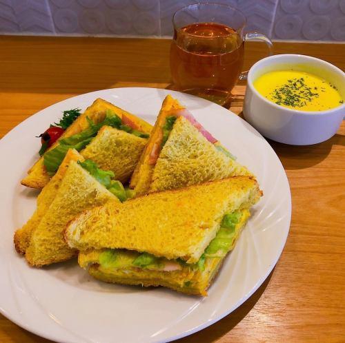薬膳サンドイッチ(黄の漢方)