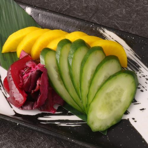 今天的什锦泡菜(内容可能与照片有所不同)