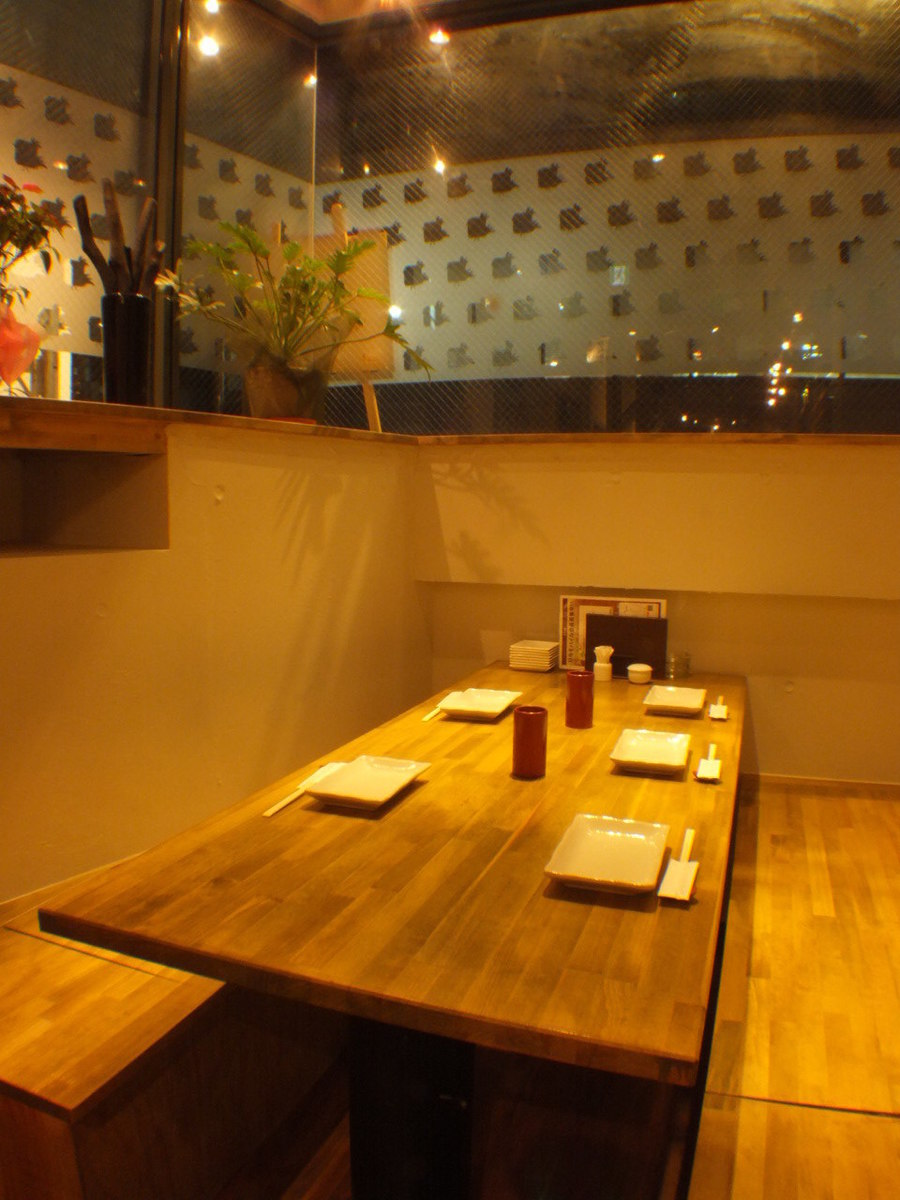 Seats in a semi-private room slightly away from other seats.You can enjoy slowly without worrying about surroundings.