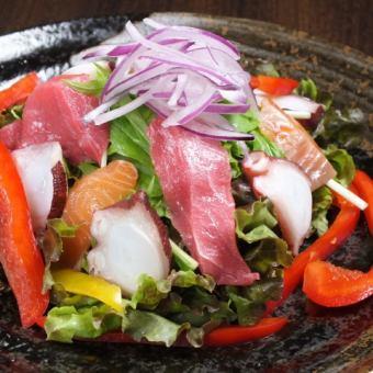 绫海鲜沙拉