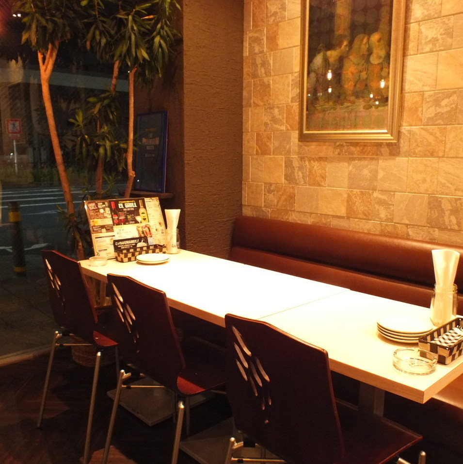 【2 to 4 people: Saku drinking scene】 High Chair 's Bal - style table welcomes you in the vicinity of the entrance ♪ Bulb use like casually warmly welcomed ♪ You can enjoy drinks and drinks in a rough style ★