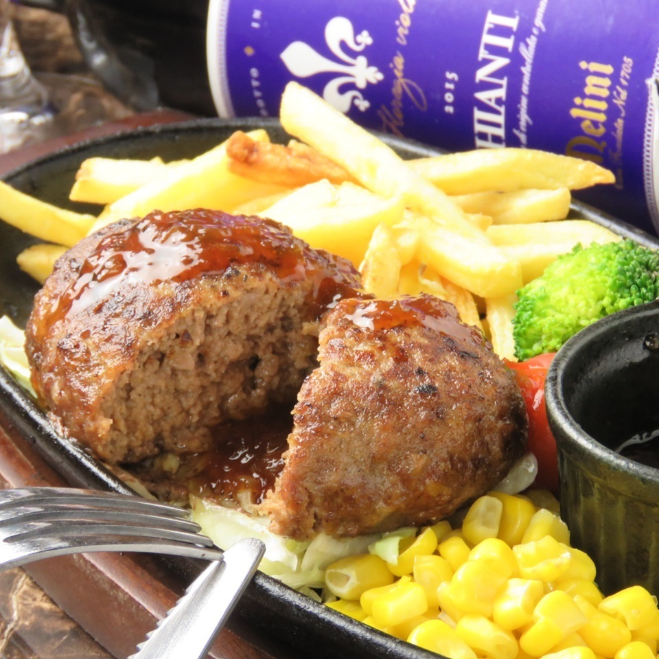Beef hamburger steak 150 g (with salad + soup + rice.All you can drink coffee, tea)