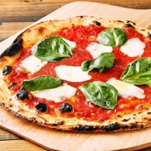 在自製窯爐中烤製的特殊披薩♪