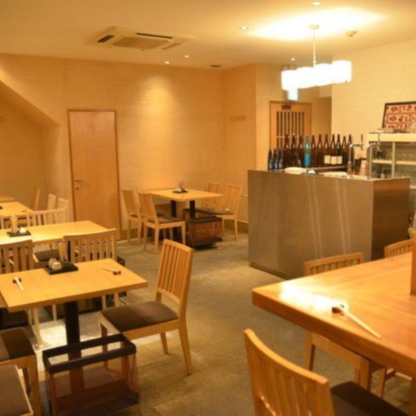 広々としたお席で特別な時間をお過ごしください。美味しいお料理やお酒はもちろん、過ごしやすい空間、サービスを提供致します。