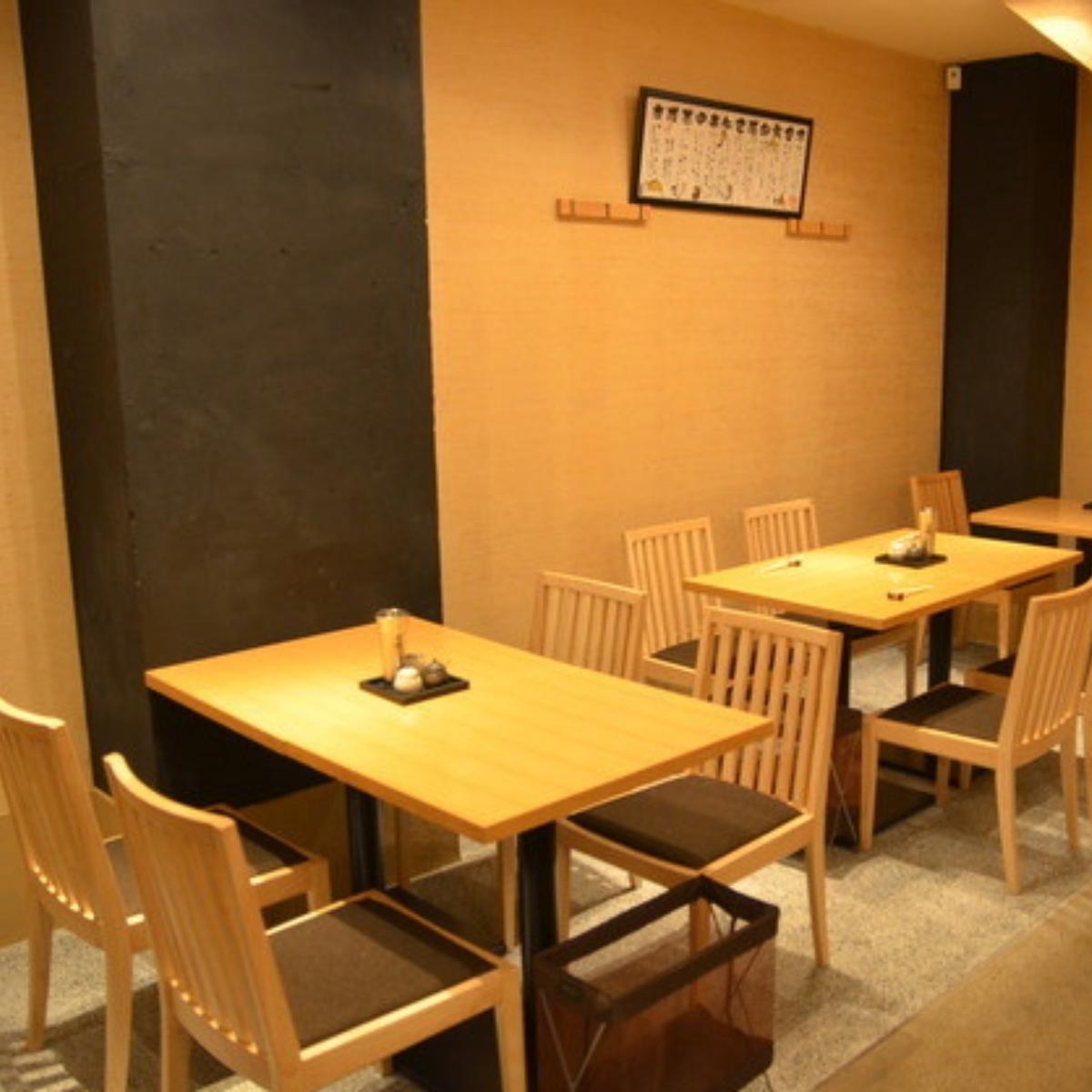 可以進行佈局變更的桌座。宴會,午餐,約會等...在各種場景中。