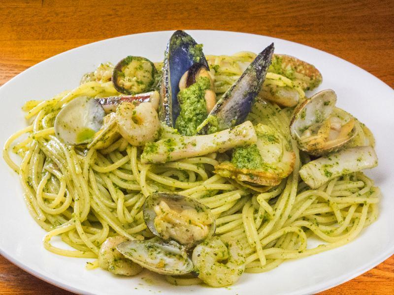 Basil sauce spaghetti of seafood