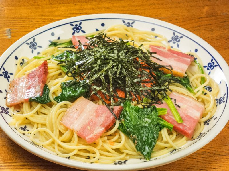Spaghetti with mentaiko, spinach and bacon