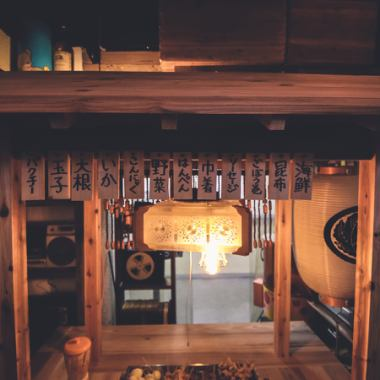 FULL [和懷舊的昭和的,氛圍讓人想起俱樂部]昭和感,風格奧登檔車已經選擇了屋簷。新近在多達30代,以產生懷舊的氣氛是從40年代。此外,富士和由藝術家繪製,以及例如反射鏡球轉動時,檔位酒館已成為新穎的設計並不多。
