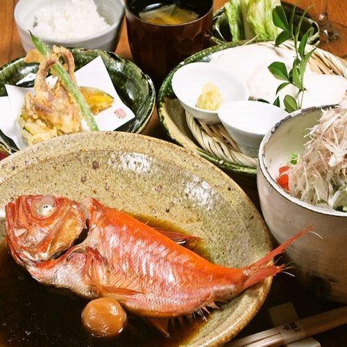 물과 간장 만의 생선 조림 정식