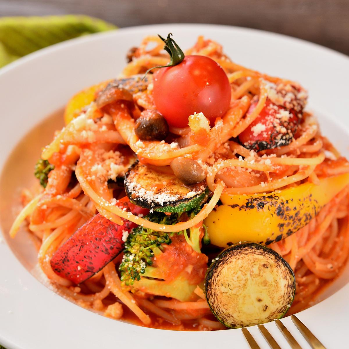 蔬菜大量的番茄意大利面