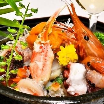 """Oodles of fresh luxury seafood ★ """"specialty! Fish Market bowl"""""""