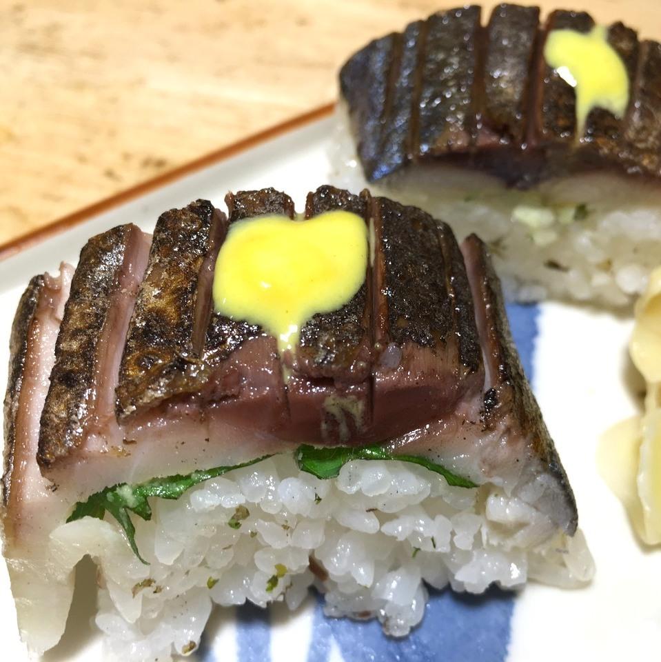 品尝Toro Saba烤酒吧寿司