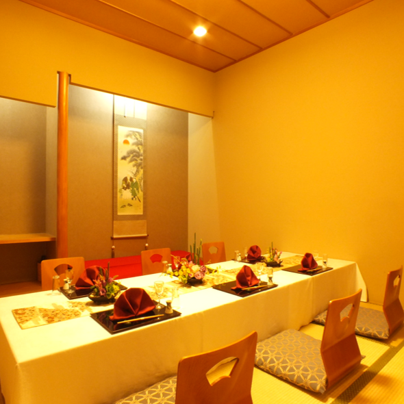 Families with dining and family child, the drinking of a congenial fellow is also popular parlor type.2 people - there is a maximum of 40 people about the private room.