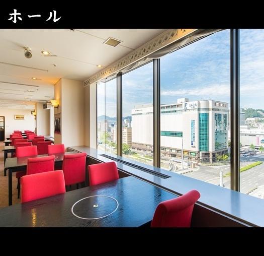호 - 르 좌석 (의자 테 - 블루) 점심 시간 등은 일반석으로 개방하고 있습니다.호텔 11F 특유의 조용하고 우아한 시간을 보내십시오.