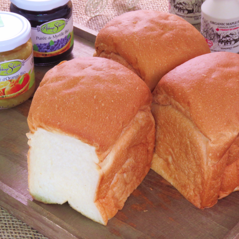 ≪定番≫しっとりもちもち♪家族みんなで楽しめる【食パン 一斤300円/半斤150円】