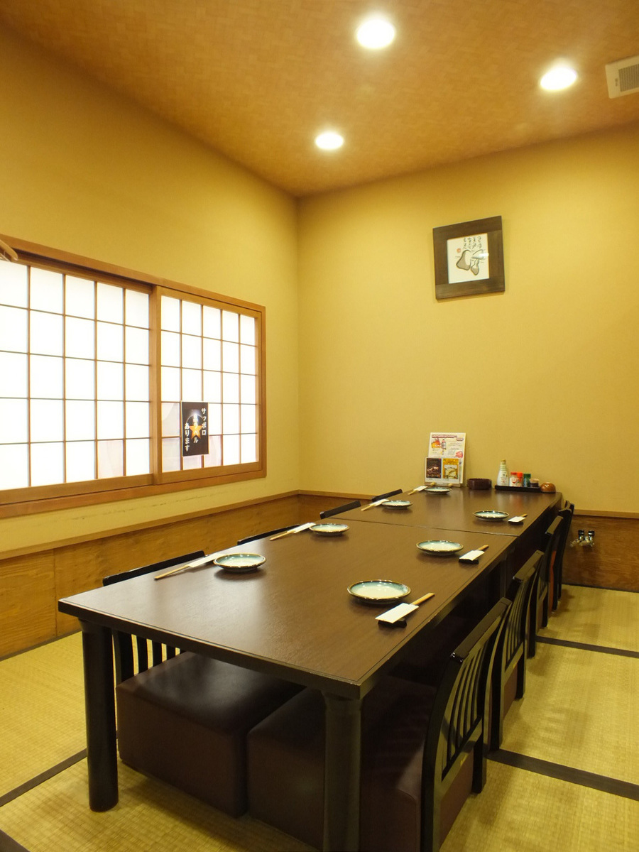 A 12-person private room on the 2nd floor! The seat chair with backrest relaxes comfortably by extending your legs ★