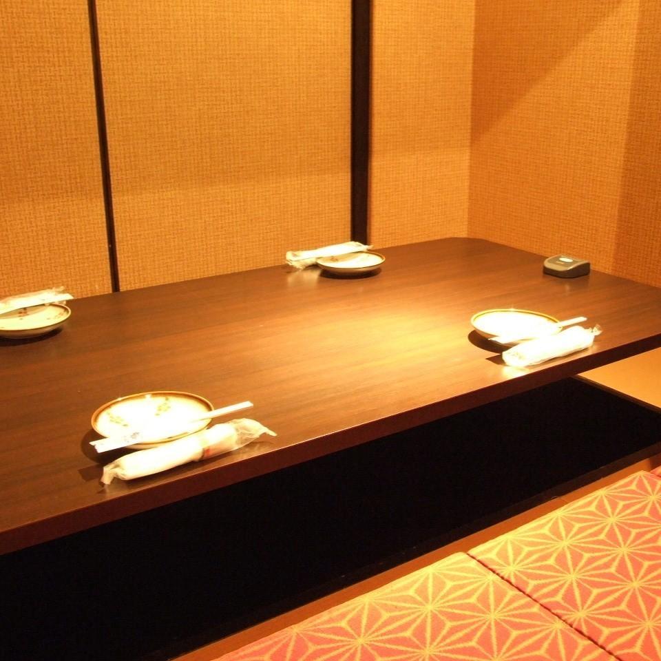 【4人私人房間】這是一個適合家人和朋友的座位!這是一個私人房間,您可以放鬆自己而不必擔心周圍的眼睛。