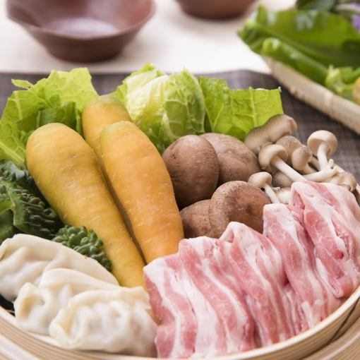 【Farewell Accommodation / All-you-can-eat all-day】 Kuro pig pigs - and Okinawa island vegetables steamed and Okinawa cuisine (over 70 kinds)