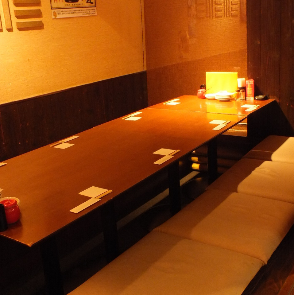 This is a private room of digging tatami that is available from a small group